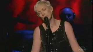 Annie Lennox Dark Road Live  on The View 2007
