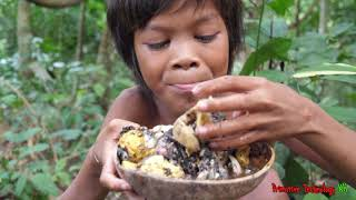 Primitive Technology - Eating delicious - Smart boy cooking egg duck