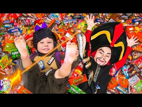 OPENING HUGE TRICK OR TREAT HALLOWEEN CANDY HAUL!
