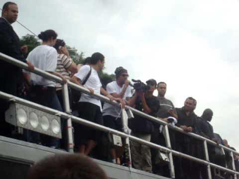 Emerson Sheik aloprando geral na festa do bicampeonato Mundial do Corinthians