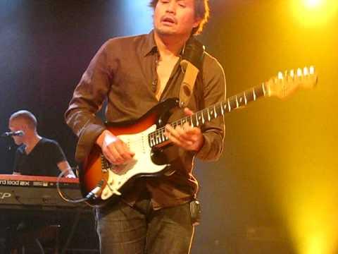Ilse de Lange..in Steenwijk..solo gitarist
