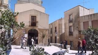 preview picture of video 'Per le vie di Salemi in provincia di Trapani durante la festa di San Giuseppe'