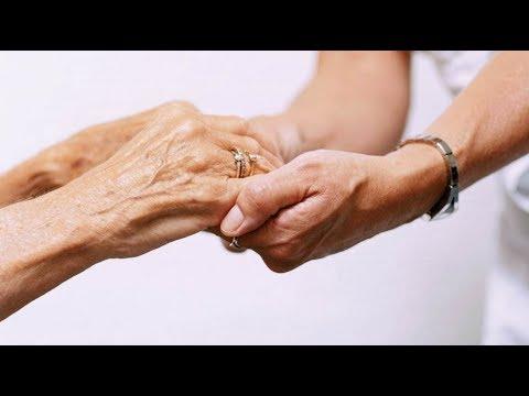 Когда начнут ухаживать за пожилыми людьми в России
