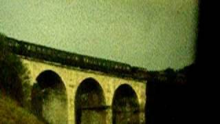 preview picture of video 'Vennbahn-Militärzug bei Kornelimünster (Falkenbachviadukt), 12. Oktober 1985 (zz. ohne Ton)'