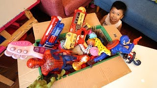 Hộp Đồ Chơi Bất Ngờ: Bé Bắp Mở Hộp Có Rất Nhiều Đồ Chơi và Siêu Nhân – Box of Toys