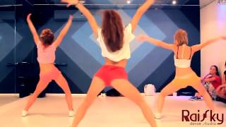 Вот как надо танцевать, девчонки красиво танцуют, аж до мурашек