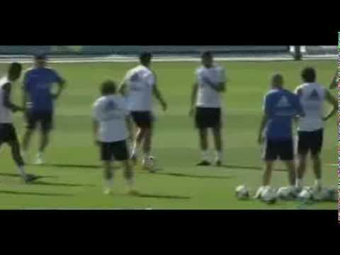 Cristiano Ronaldo showing off some tricks during training | 21-09-13