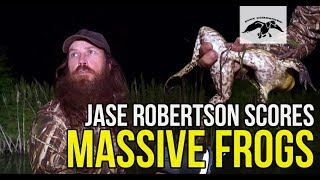 Jase Robertson Catches GIANT Bullfrogs!