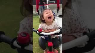 紗綾三輪車で遊ぶ