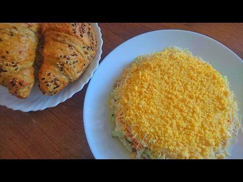Слоёный салат с консервированным тунцом и огурцом: рецепт