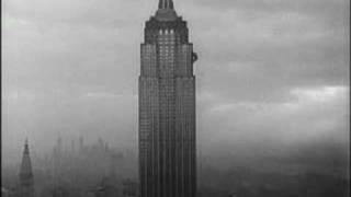 Kong climbs The Empire State Building ( King Kong 1933 )