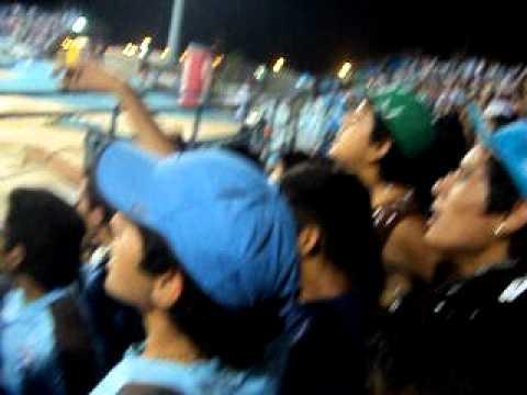 """""""ME ESTOY ENTONANDO IQUIQUE V/S MONJAS APERTURA 2011"""" Barra: Furia Celeste • Club: Deportes Iquique"""