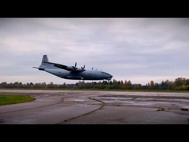 Экипажи Ан-12 и Ан-26 показали мастерство управления самолетами при полете