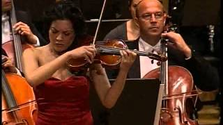 Anne Akiko Meyers Premieres the Barber Violin Concerto with the Slovenian Philharmonic