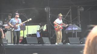 """Dr. Dog- """"That Old Black Hole"""" *GREAT SONG* Live (720pHD) at Lollapalooza on 8-3-12"""