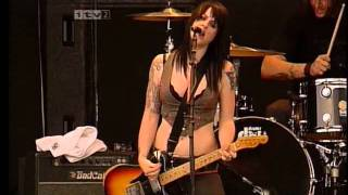 The Distillers at  Reading Festival 2004 (HD)
