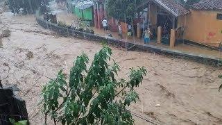 Video Detik-detik Datangnya Banjir Bandang yang Melanda Cicaheum Bandung