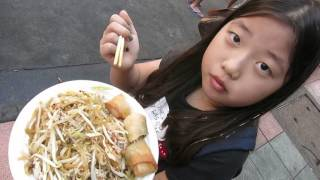 Street Food Pad Thai in Bangkok - So delicious! (Khao San Road)