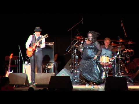 THORNETTA DAVIS OPENING FOR BB KING AT THE FOX THEATRE