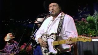 """Waylon Jennings – """"Don't You Think This Outlaw Bit's Done Got Out Of Hand"""" [Live from Austin, TX]"""