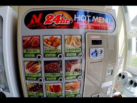 Mangio hamburger e hot dog al distritubore automatico