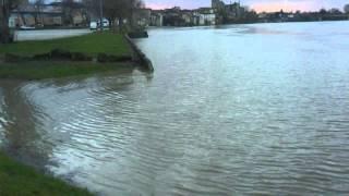 preview picture of video 'Crue de la Garonne à Langon (33), ça va déborder !'