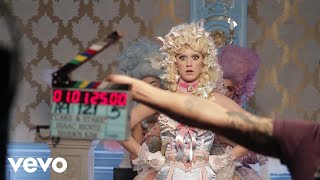 "Get ""Hey Hey Hey"" from Katy's new album 'Witness': http://katy.to/WitnessYd Watch the official music video for ""Hey Hey Hey"": http://katy.to/hhhvidYd  WITNESS: The Tour tickets available now! https://www.katyperry.com/tour  Behind The Scenes Directed by Possum Hill & Produced by Danny Lockwood  Follow Katy Perry: http://www.katyperry.com http://youtube.com/katyperry http://twitter.com/katyperry http://facebook.com/katyperry http://instagram.com/katyperry  Music video by Katy Perry performing Hey Hey Hey (C) 2018 Capitol Records"
