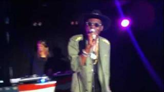 "Theophilus London performs ""I Stand Alone"" in Melbourne"