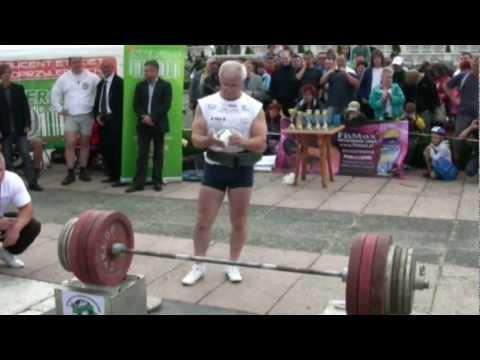 Trening na mięśnie brzucha i pośladków w