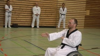preview picture of video 'Taebek, Taebaek (Wheelchair-/Rollstuhl-Taekwondo)'
