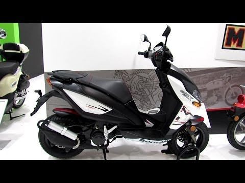 Benelli X150 Scooter Walkaround