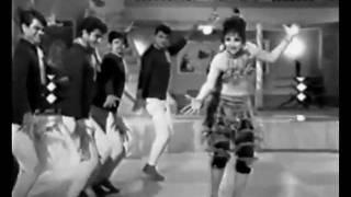 Main Jo Gale Lag Jaoongi - Anjaam (1968) - YouTube
