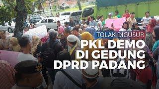 Tolak Digusur, PKL Gelar Demo di Depan Gedung DPRD Padang
