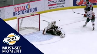 Must-See Moment: Zach Bennett bails out the Warriors with an incredible save on a penalty shot