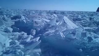年に一度の地球の奇跡!ロシア・バイカル湖に訪れる氷のスーパーイリュージョン│トラベルジェイピー