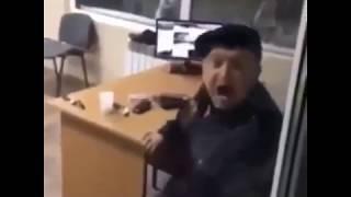 Охранник испугался   YouTube