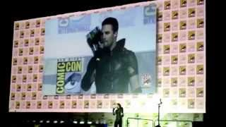 "Сериал ""Стрела"", Arrow Stephen Amell Wears Green Arrow Costume San Diego Comic-Con SDCC 2015 WB DC"