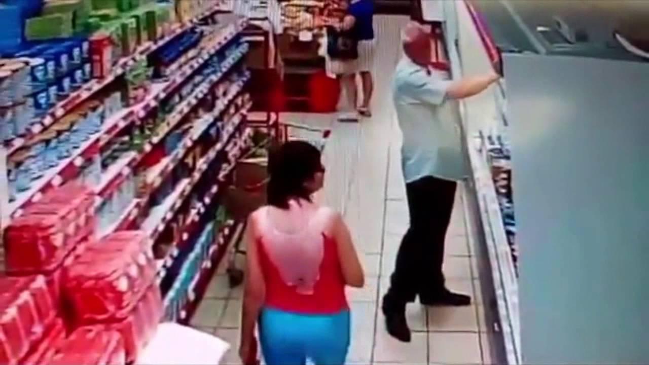 Извращенец в магазине