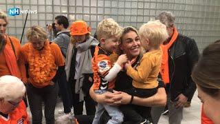 Nederlandse handbalvrouwen komen na winst WK aan op Schiphol