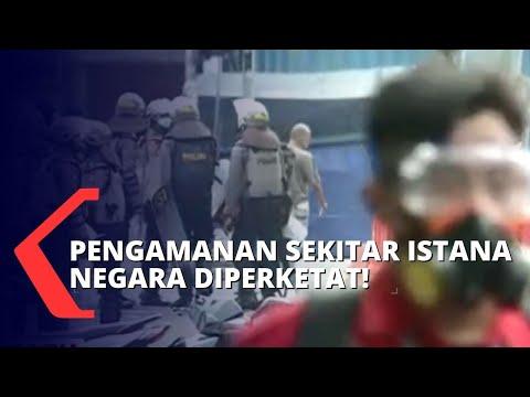 halau pendemo polisi sekat akses menuju istana negara