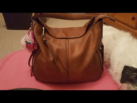 WHAT'S IN MY PURSE….REALER BAG 7.99