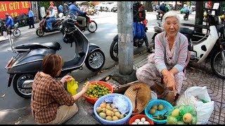 Cụ bà 85 tuổi bán rổ trái cây mưu sinh bật khóc khi nhắc chồng quá cố