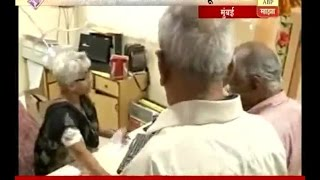 Mumbai : Senior citizens in bank for exchange old currency
