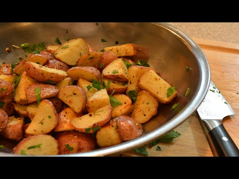 Video Roasted Potatoes with Garlic and Rosemary