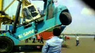 preview picture of video 'smv terbalik di pelabuhan belawan'