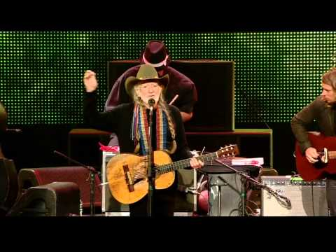 Willie Nelson - Mammas Don't Let Your Babies Grow Up to Be Cowboys (Live at Farm Aid 2013)