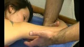 Смотреть онлайн Урок массажа рук и спины для похудения