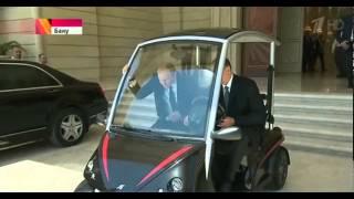 Алиев лично прокатил Путина по Баку на электромобиле!