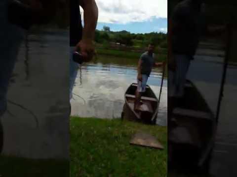 Explodindo barco em Águas de Chapecó