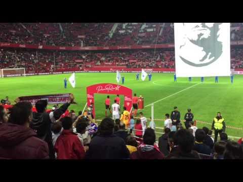 Sevilla y Boca Juniors saltan al césped del Pizjuán para jugar el trofeo Antonio Puerta